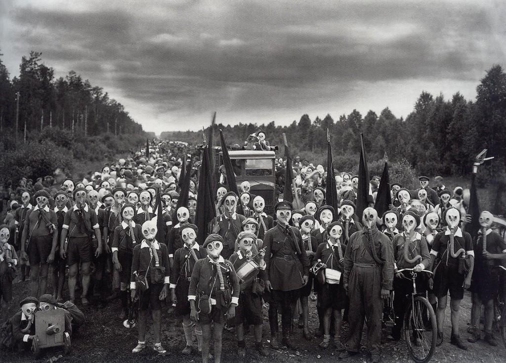 Victor_Bulla_-_Young_Pioneers_Defence - Leningrad 1937