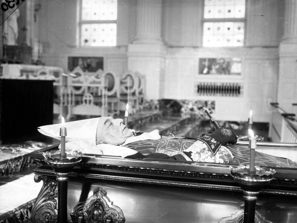 Mundelein's Body, 1939 (2)